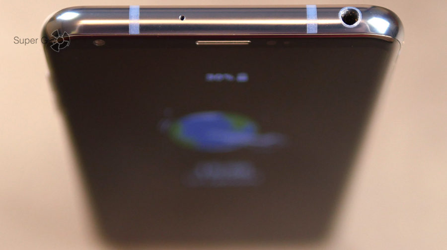 Отверстие микрофона и разъём 3,5 мм