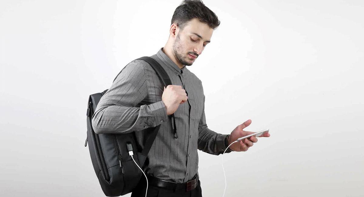 Когда рюкзак может зарядить твой смартфон