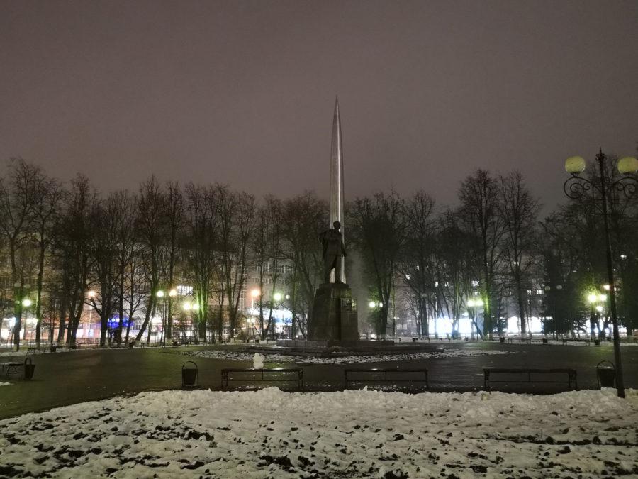 Ночной пример фото с камеры Huawei Mate 10 Pro - снято на автомате
