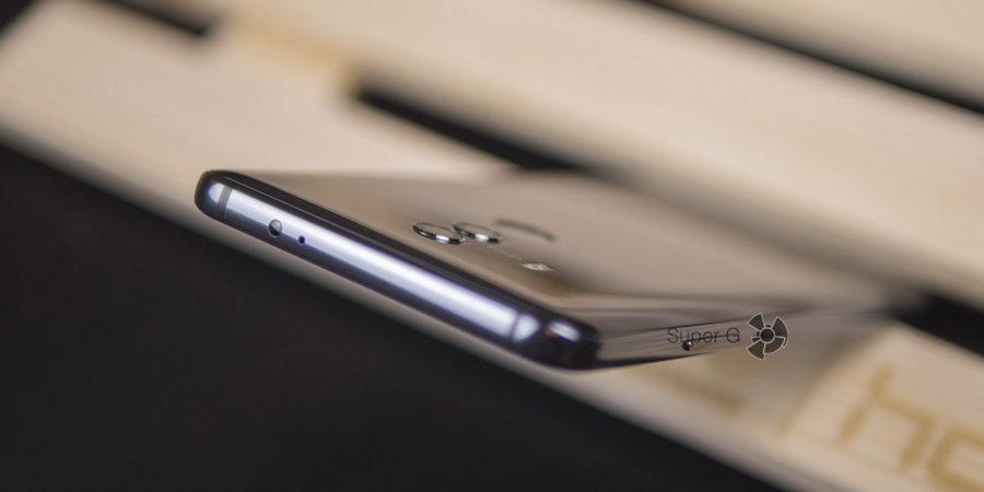 Слегка выпирающие глазки камер в Huawei Mate 10 Pro
