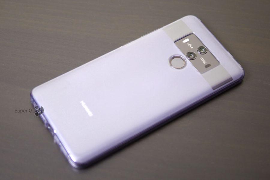 Huawei Mate 10 Pro в чехле из комплекта