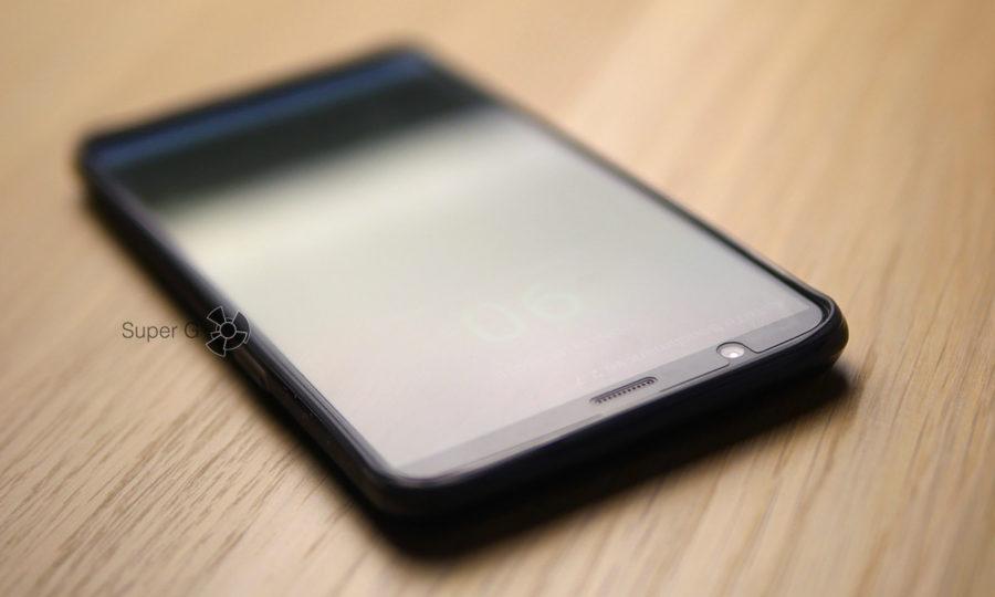 Чехол из комплекта OnePlus 5T с бортиками для защиты экрана