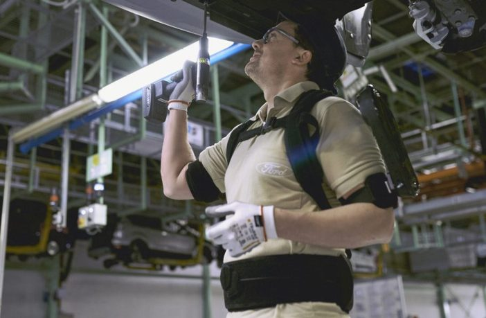 Экзоскелет на заводе Ford