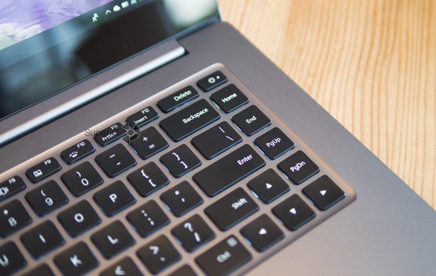 Столбец с функциональными клавишами на клавиатуре Xiaomi Mi Notebook Pro