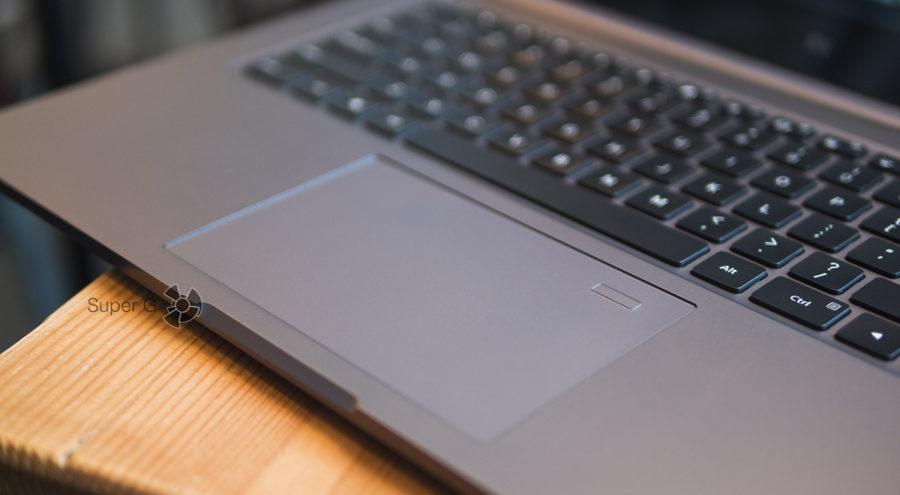 Сканер отпечатков пальцев Xiaomi Mi Notebook Pro в строен прямо в тачпад