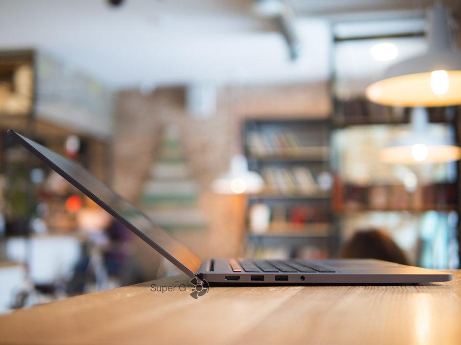 Широкий угол открытия верхней крышки Xiaomi Mi Notebook Pro