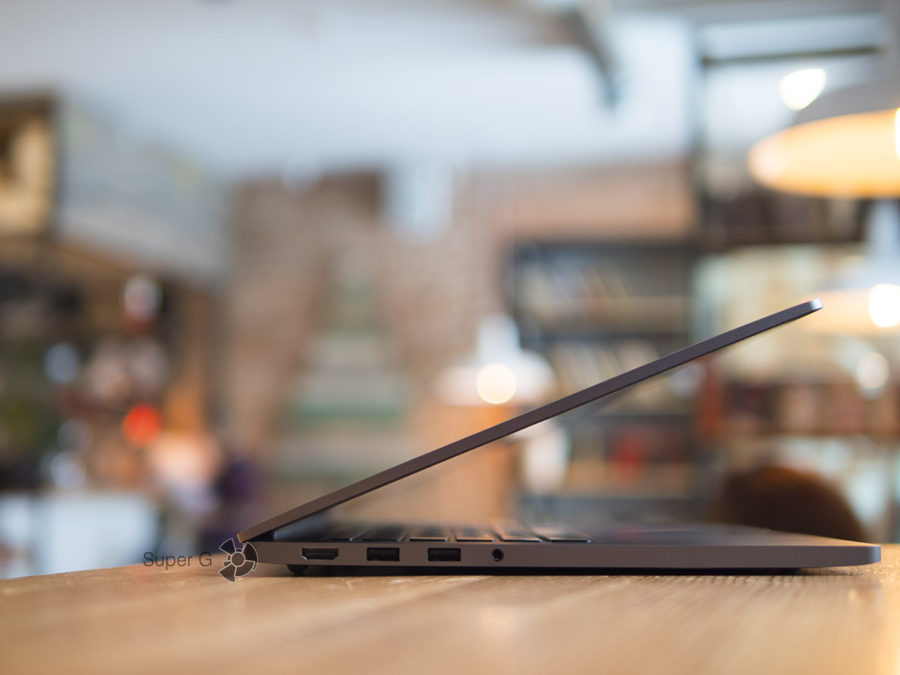 Верхняя крышка Xiaomi Mi Notebook Pro открывается