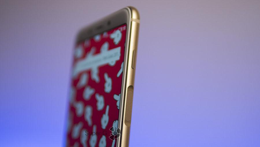 Сканер отпечатков пальцев в Meizu M6s расположен на правом торце