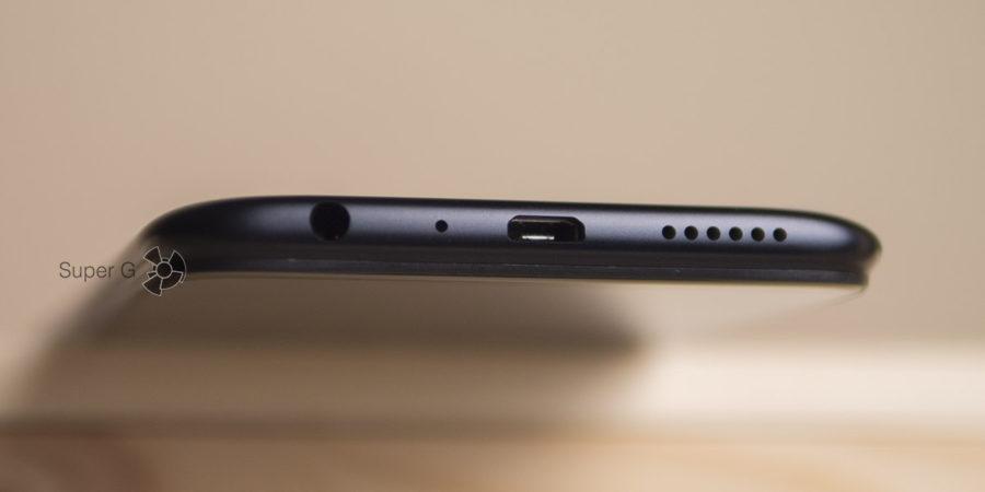 Разъём Micro USB и аудиовыход в Oppo A83