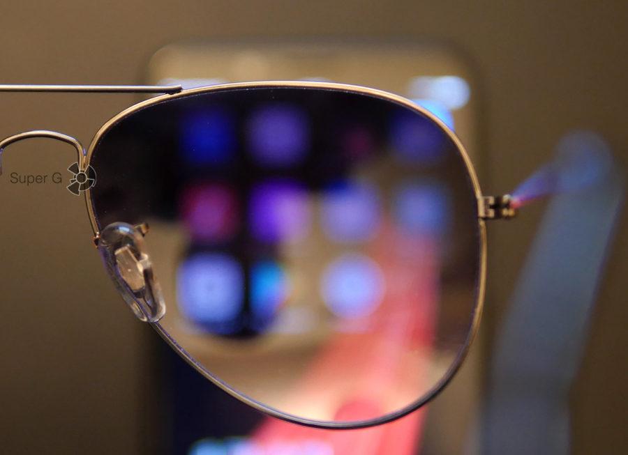 Обычные солнцезащитные очки лишены поляризационного слоя