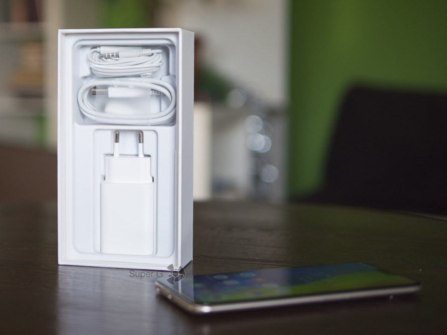 Коробка и комплектация Vivo V9