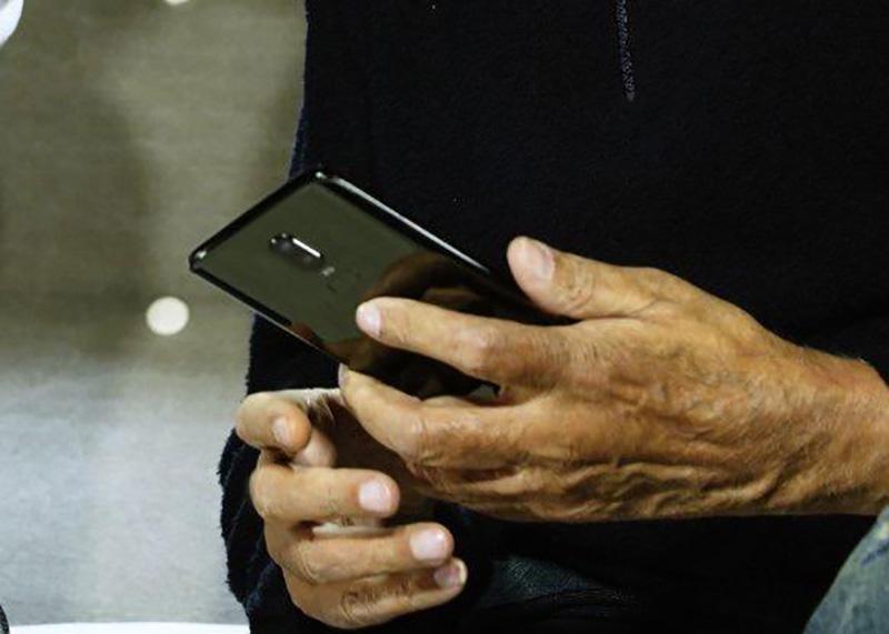 Чёрный OnePlus 6