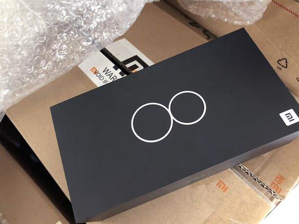 Коробка из-под Xiaomi Mi8