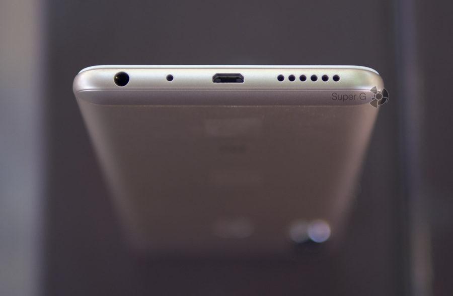 Xiaomi Redmi Note 5 Pro имеет Micro USB порт и выход для подключения наушников