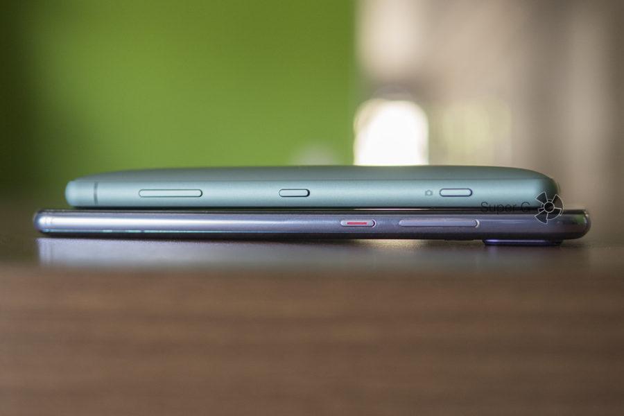 Толстый корпус Sony Xperia XZ2 Compact и Huawei P20 Pro (снизу)