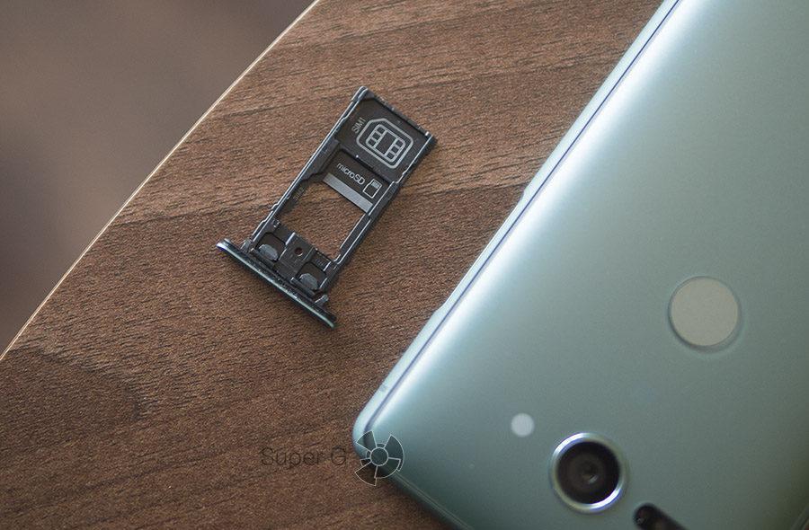 Sony Xperia XZ2 Compact поддерживает две SIM-карты или 1 симку + карта памяти Micro SD