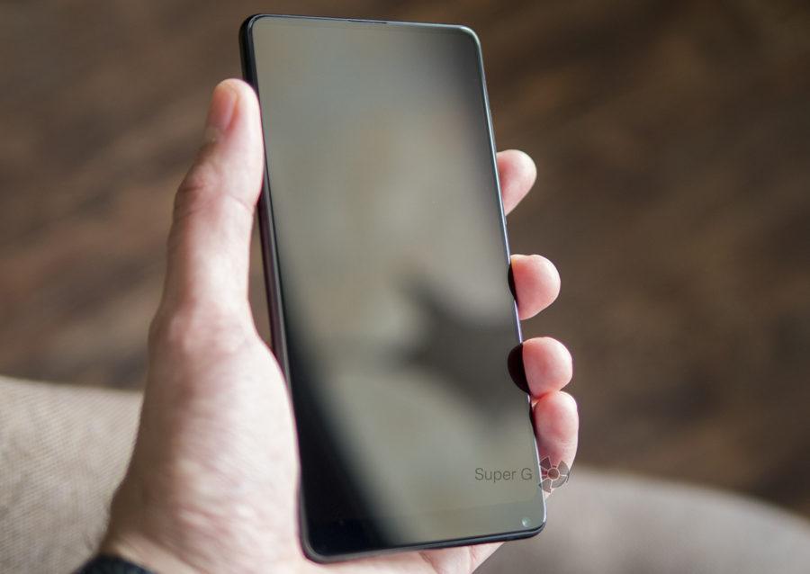 Экран Xiaomi Mi MIX 2S практически не виден в выключенном состоянии