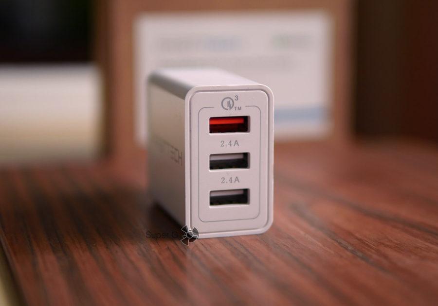 Fasttech с поддержкой Quick Charge 3.0 имеет три USB-порта с разными выходными данными тока