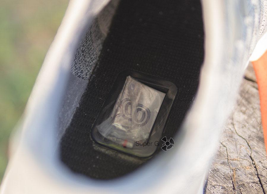 В отсек для шагомера кроссовок Xiaomi Mi Sports Sneakers можно класть деньги на всякий пожарный