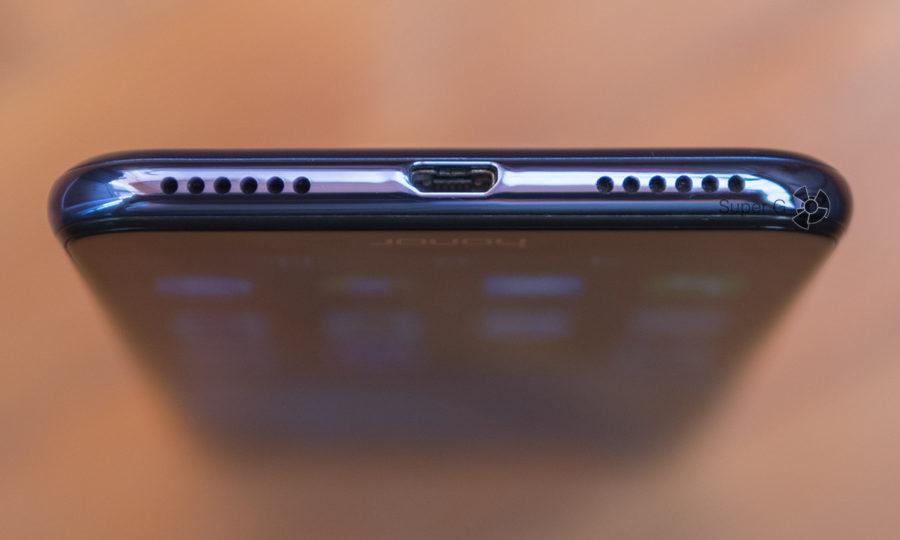 Один динамик Honor 7C и Micro USB порт