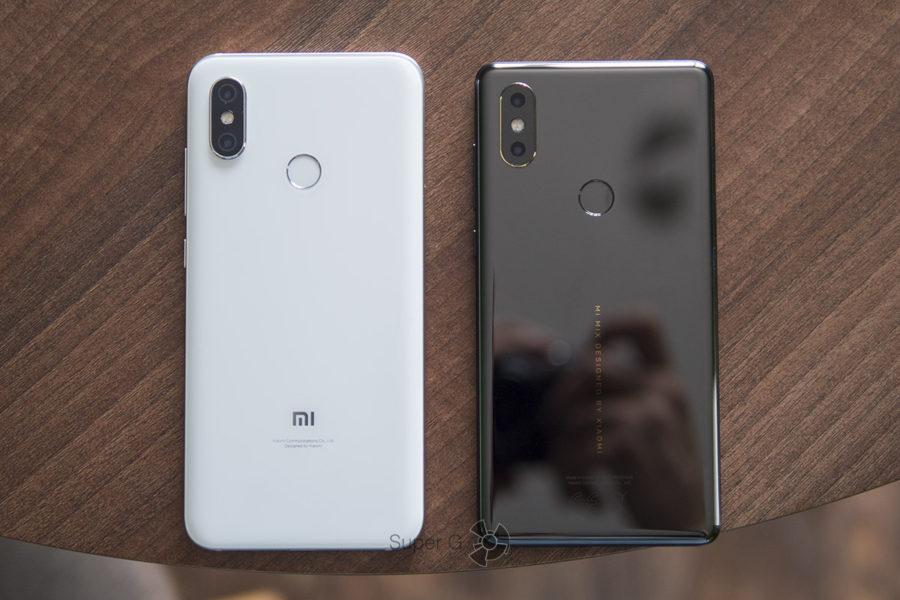 Сравнение размеров Xiaomi Mi8 (слева) и Xiaomi Mi MIX 2S (справа)