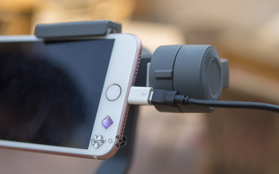 Смартфон нельзя установить в крэдл DJI Osmo Mobile 2 одновременно заряжая от него