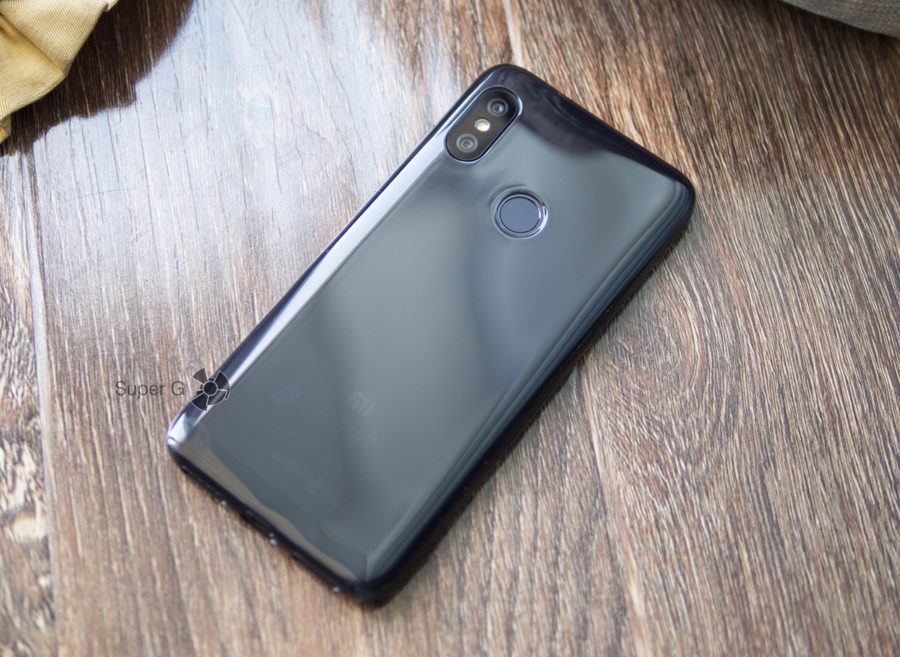 Xiaomi Mi A2 Lite в чехле из комплекта