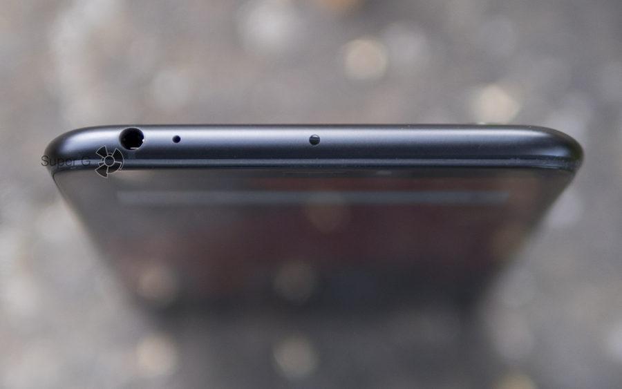 У Xiaomi Mi Max 3 есть аудиовыход для наушников, плюс ко всему есть ИК-порт