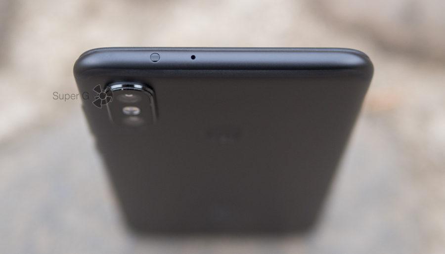 ИК-порт и отверстие микрофона в Xiaomi Mi A2