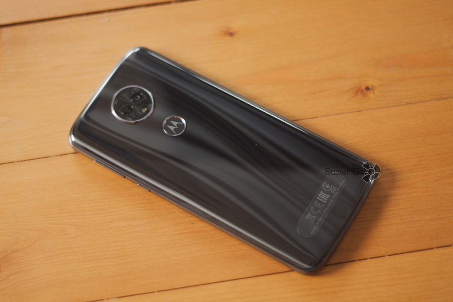 Motorola E5 Plus сзади