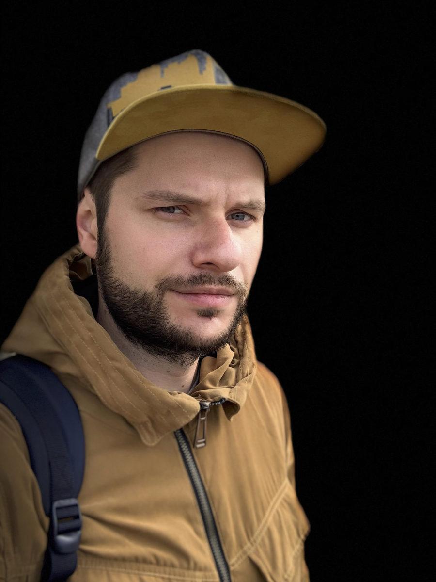 Портретный режим фронтальной камеры iPhone XS Max - сценический свет