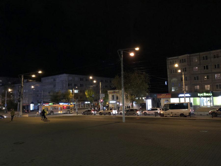 Ночной снимок с камеры iPhone X - сравнение с iPhone XS Max