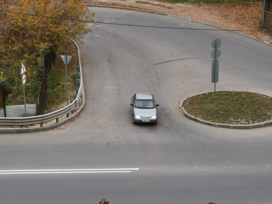 5-кратный гибридный зум - видны номера машины