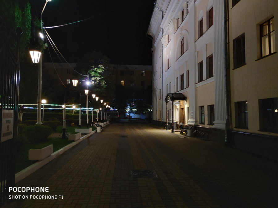 Ночной кадр, снятый на камеру Pocophone F1