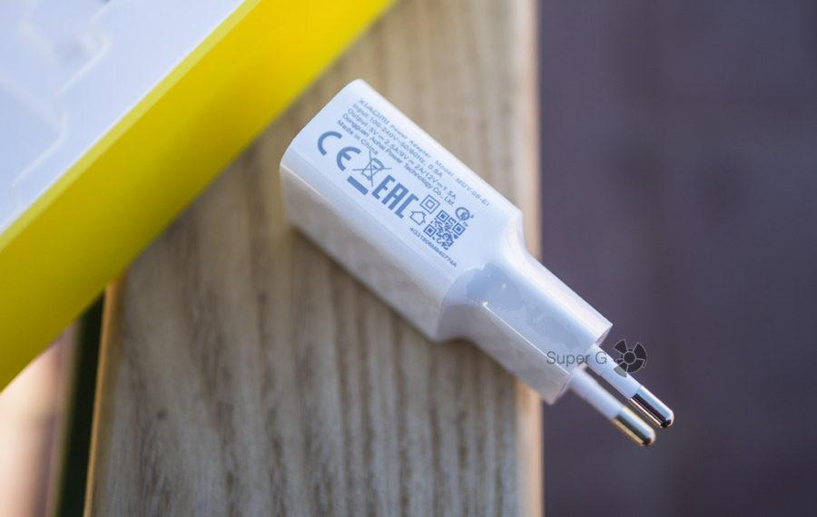 Зарядное устройство с поддержкой Quick Charge 3.0 для Pocophone F1 (идёт в комплекте)
