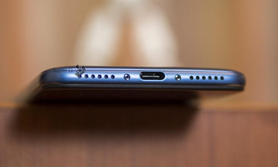 Аудиовыход и разъём USB-C у Pocophone F1 на месте