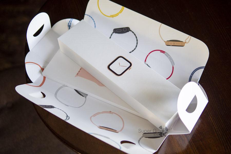 Внутри коробки из-под Apple Watch Series 4 сразу две коробки: с часами и ремешком отдельно