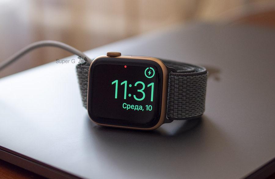 Зарядка Apple Watch Series 4 - в режиме будильника и ночных часов