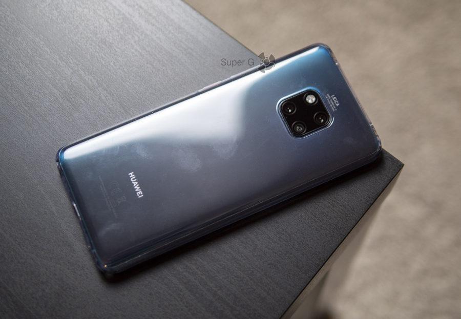 Huawei Mate 20 Pro в чехле из комплекта