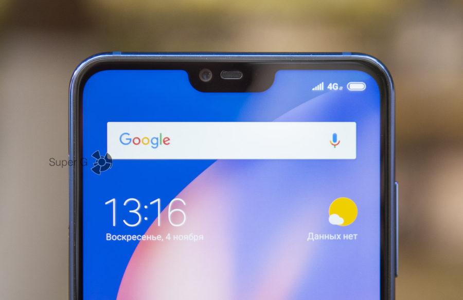 Верхняя полоска над экраном шире боковых рамок