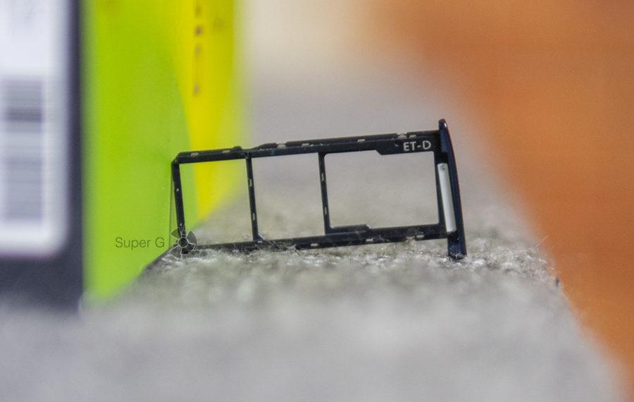 Двойной слот под Nano SIM и отдельный лоток для Micro SD в Motorola Moto G6