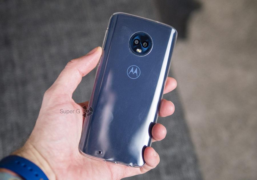 Motorola Moto G6 в чехле из комплекта