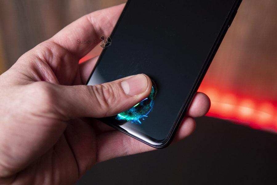 Сканер отпечатков пальцев OnePlus 6T в экране работает плохо