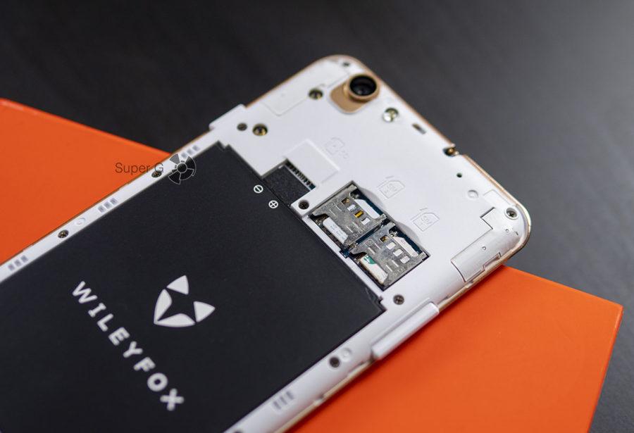 Wileyfox Spark X имеет раздельный слот для двух Micro SIM и карты памяти Micro SD