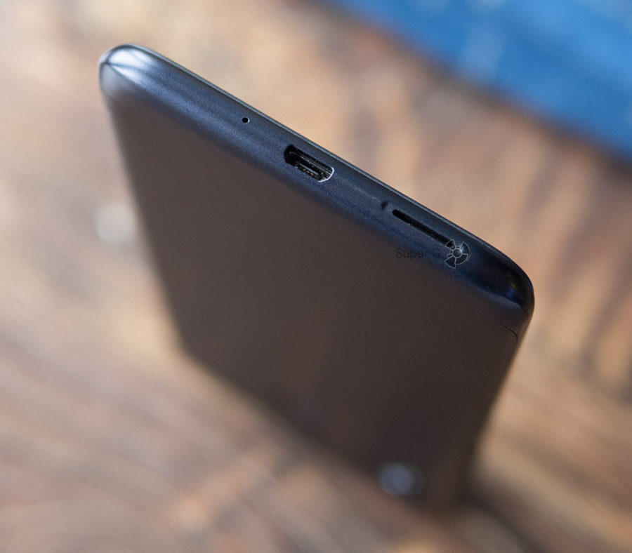 Asus Zenfone Max (M2) имеет Micro USB порт