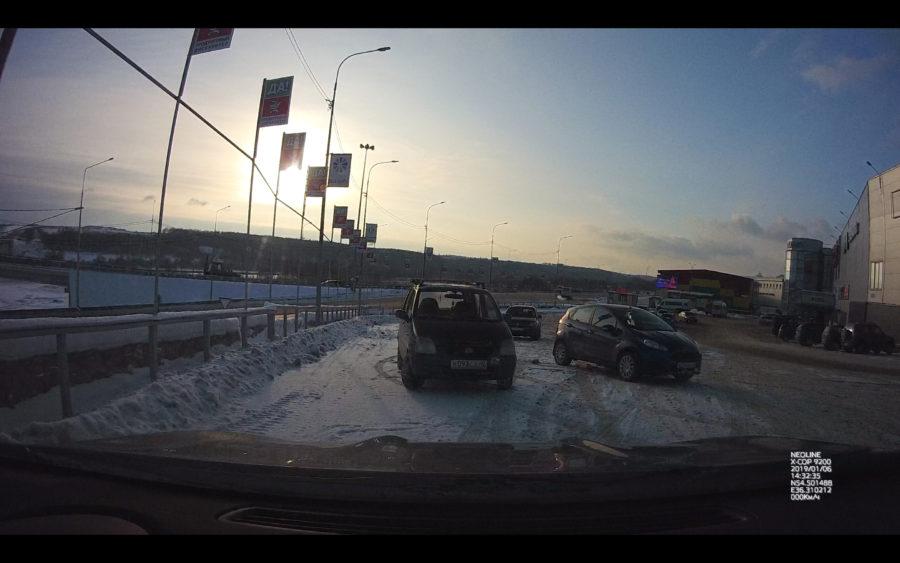 Качество видео с видеорегистратора Neoline X-COP 9200 - контровый свет