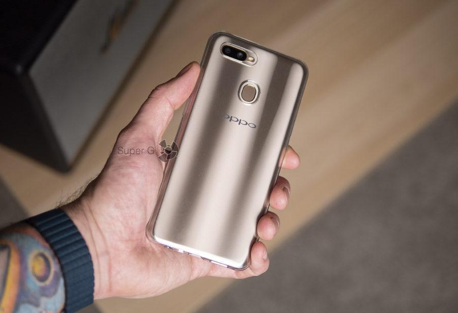 Oppo AX7 в чехле из комплекта
