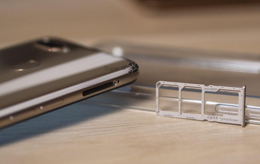 Oppo AX7 имеет двойной слот для Nano SIM карт и независимый порт для Micro SD