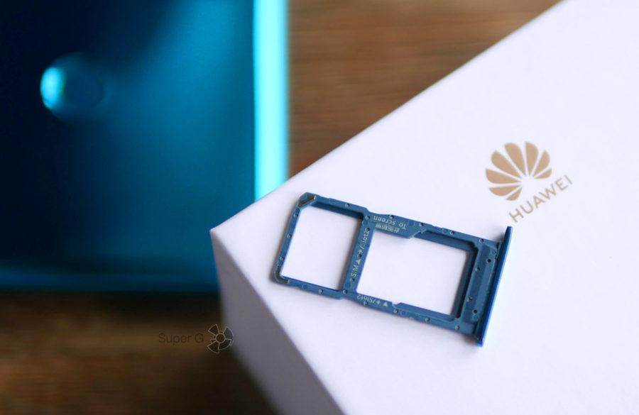 Лоток под SIM-карты у Huawei P Smart 2019 комбинированный с картой памятью Micro SD