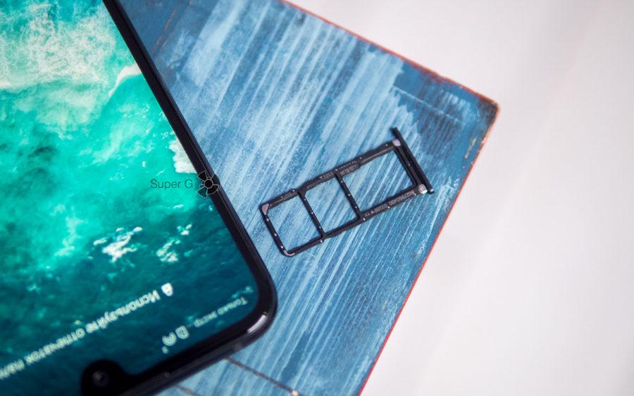 Слот для Nano SIM карт и Micro SD в Honor 8X Max раздельный